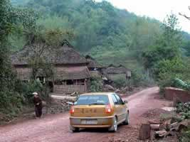 靠近西双版纳勐腊县靠近老挝边境的傣族村寨_穿行哀牢山(图)_乐途旅游网
