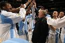图文:[NBA]掘金胜国王  卡尔训话队员