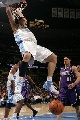 图文:[NBA]掘金胜国王  爆扣令对手叫绝
