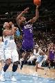 图文:[NBA]掘金胜国王  阿泰斯特飞翔