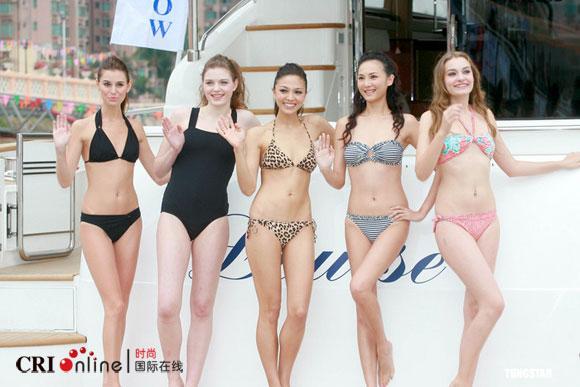 比基尼美女泳装表演美女比基尼走秀豪华游艇