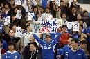 图文:[中超]上海战胜武汉 球迷的支持杜威标语