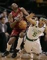图文:[NBA]热火胜凯尔特人 波西格林相撞