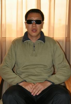 李端接受采访