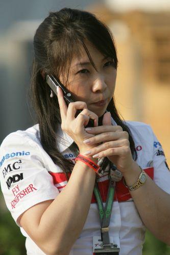 图文:[F1]马来西亚大奖赛 美女的私房话