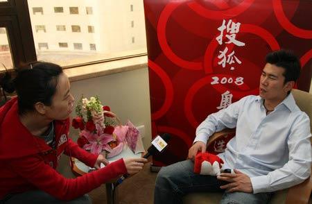 图文:搜狐专访候选人韩晓鹏 主持人采访韩晓鹏