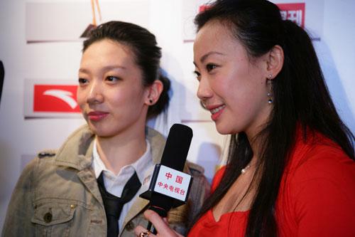 图文:CCTV体坛风云人物颁奖 张晓欢和顾贝贝