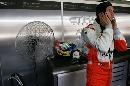 图文:[F1]马来西亚站排位赛 苏蒂尔在维修间