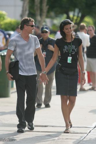图文:[F1]马来西亚站美女 库尔哈德和女友