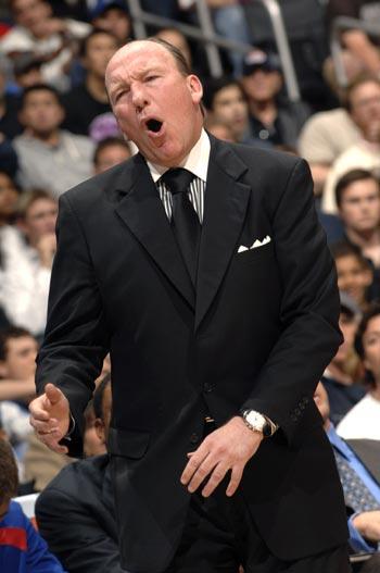 图文:[NBA]掘金胜快船 名帅卡尔嚎叫