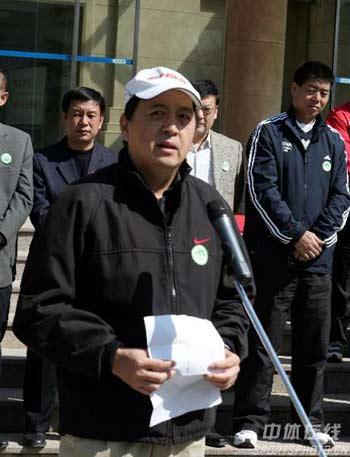图文:国家体总局训练局迎植树节 肖天讲话
