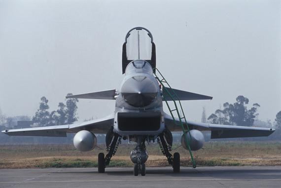 美报称中国歼-10战机在出口市场具价格优势(组