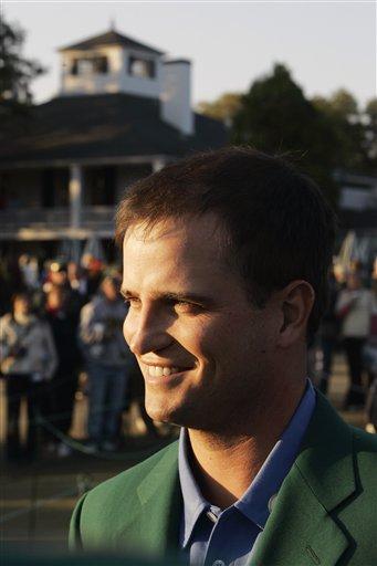 图文:美国大师赛约翰逊首披绿夹克 满心欢喜