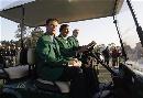 图文:美国大师赛约翰逊首披绿夹克 参加典礼