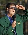 图文:美国大师赛约翰逊首披绿夹克 踌躇满志