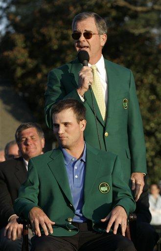 图文:美国大师赛约翰逊首披绿夹克 享受荣耀