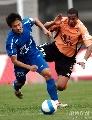 图文:[中超]武汉2-0河南 维森特拼抢卖力