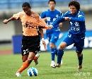 图文:[中超]武汉2-0河南 维森特突破
