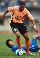 图文:[中超]武汉2-0河南 黑塔难防