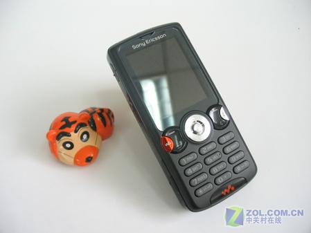 图为:索尼爱立信W810c手机