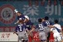 图文:[中超]深圳香雪0-1上海 申花禁区一片混乱
