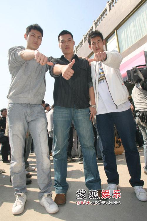 三位谦虚的巨人