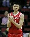 图文:[NBA]火箭vs超音速 姚明磨拳搽掌