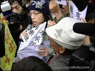 青年乐生联盟学生成员游行抗议