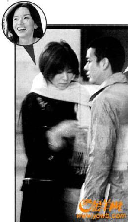 山口智子跟唐泽寿明结伴到巴黎看戏,婚变传闻可谓不攻自破