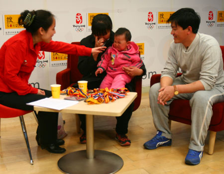 图文:艾冬梅做客搜狐聊天 偷偷抹眼泪