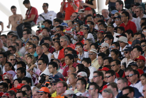 图文:[F1]澳大利亚站正赛 稍显阴凉的主看台