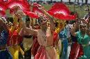 图文:[F1]马来西亚站正赛 团体民族舞表演