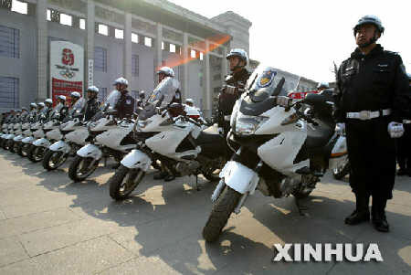 4月10日,配备了新式摩托车的执勤警员整装待发。