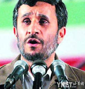 """艾哈迈迪-内贾德在纳坦兹的核设施内宣布伊朗已有能力进行""""工业规模""""核燃料生产 新华/法新"""