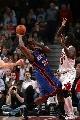 图文:[NBA]公牛大胜尼克斯  本华莱士防守库里