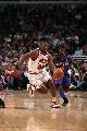 图文:[NBA]公牛大胜尼克斯  格里芬突破篮下