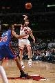 图文:[NBA]公牛大胜尼克斯  诺西奥尼分球