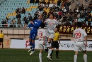 图文:青岛2-1北理工 激烈头球争抢