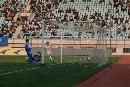 图文:青岛2-1北理工 足球应声入网