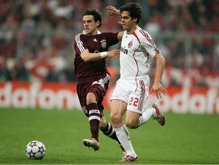 图文:拜仁VS米兰 卡卡带球突破
