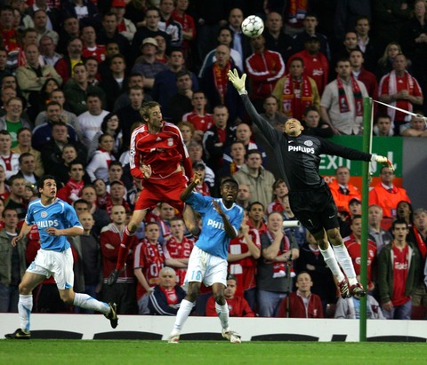 图文:利物浦1-0埃因霍温 戈麦斯九天揽月