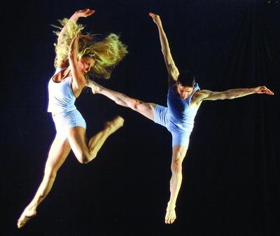 芭芭拉第一季度人体艺术囹�a_国内新闻 重庆新闻 重庆商报  有评价称,圣·芭芭拉现代舞蹈艺术团