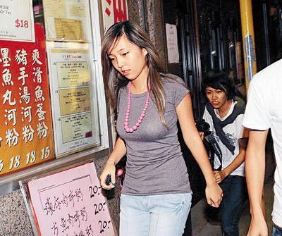 兰桂坊人体艺术照片_霍咏诗出现在兰桂坊 当时她17岁 差点不让进