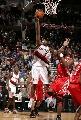 图文:[NBA]火箭VS开拓者 弗雷德-琼斯突破上篮