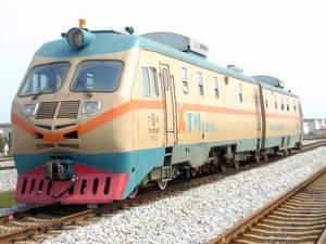 """次三亚—上海南客运的列车是""""跨 号东风11G型内燃机车.   东风11"""