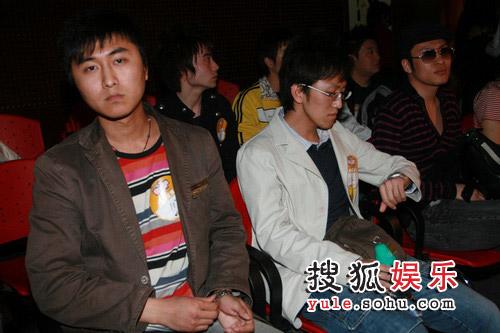 快男北京现场直击 张相酷似满文军的比赛选手