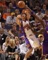 图文:[NBA]太阳VS湖人 纳什高难度传球