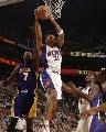 图文:[NBA]太阳VS湖人 马里昂拼抢篮板