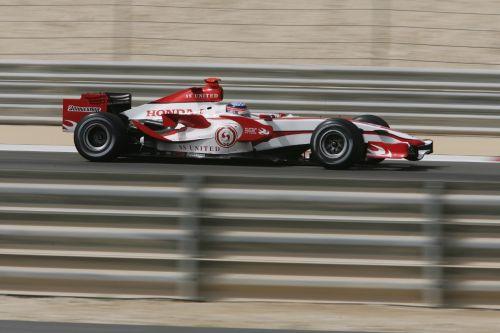 图文:[F1]巴林大奖赛练习 佐藤琢磨在练习