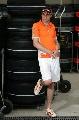 图文:[F1]世爵车手添新衣 悠闲的阿尔伯斯